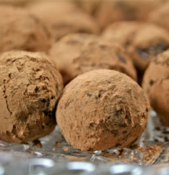 In Love with Chocolate Truffles – Raw & Vegan, of course!